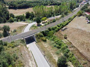 Manzanos. Paso inferior en la carretera A-3310