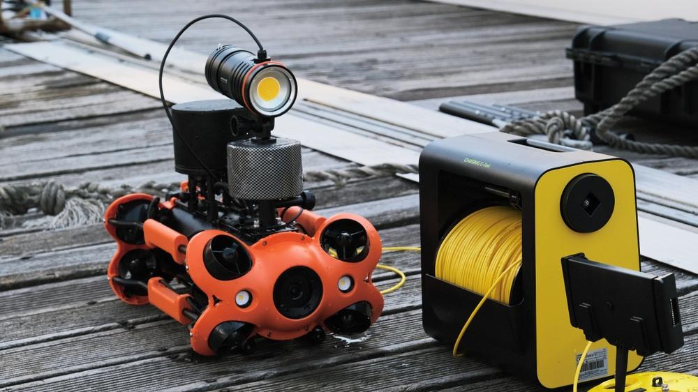 Chasing M2 PRO listo para inmersión con enrrollador de cable automático de 200 metros y luz adicional.