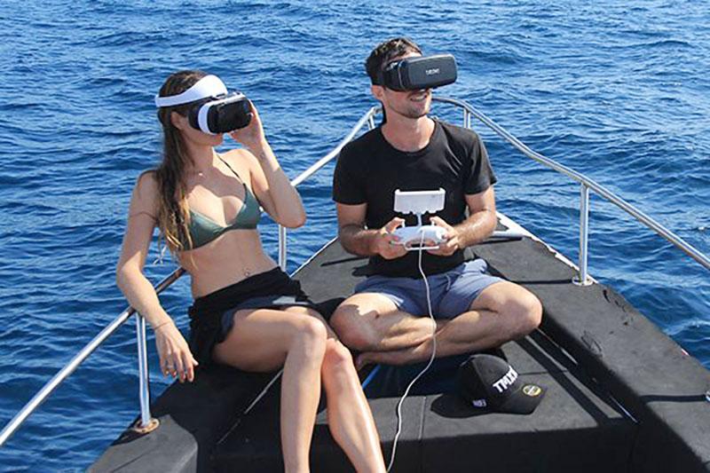 EL QYSEA Fifish V6 puede ser controlados fácilmente mediante unas gafas de visión VR.