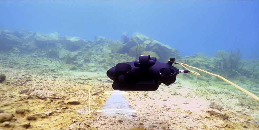 Los sensores SONAR del Fifish PRO V6 PLUS le permiten mantener la distancia con el fondo .