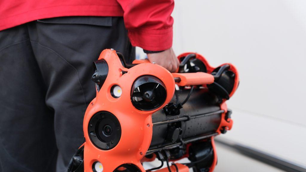 El Chasing M2 PRO es un dron submarino ligero que pesa 5,7 kg.