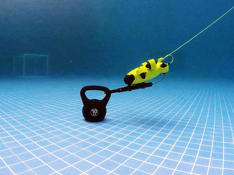 La garra robótica del ROV Fifish V6 S permite capturar objetos de hasta 10 kg de peso.