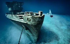 Restos del pecio 'USS Kittiwake', en la playa de Seven Mile, en las Islas Caimán. Foto PREDRAG VUCKOVIC